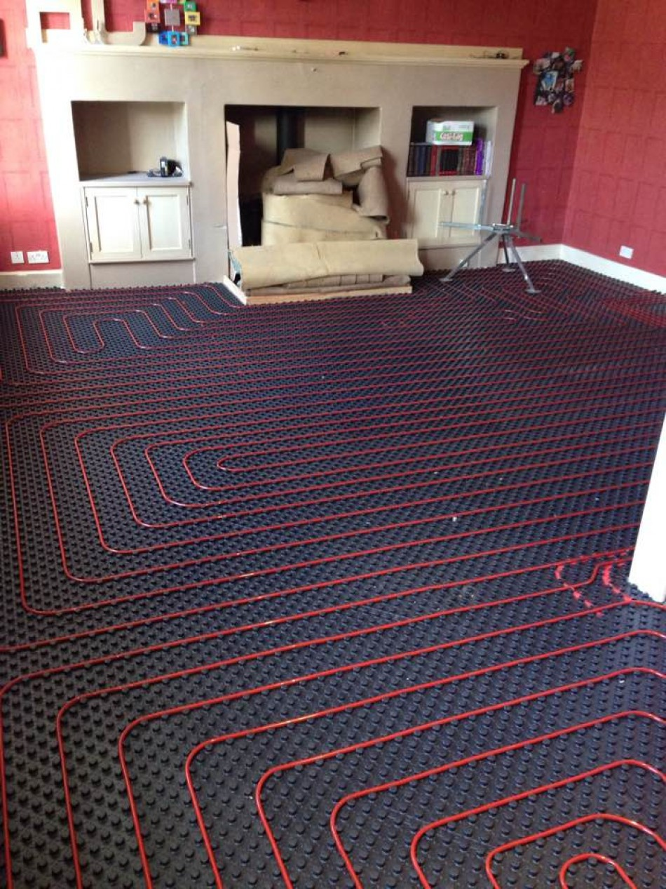 Underfloor heating before screed